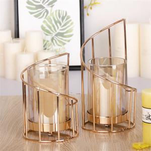 Bougeoir en fer doré Bougeoir géométrique européen Chandelier romantique Cuge de bougie Coupe de la décoration de la maison Décoration T200617