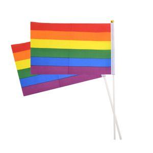 Rainbow Gay Pride Stick Flag 20 * 30cm Mano Banderas que agitan de la bandera Mini asidero utilizando con Top de oro HHA352