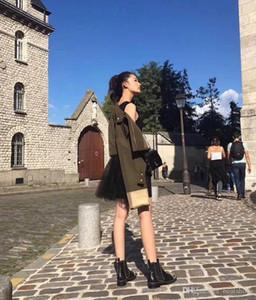 Kadınlar Tasarımcı Bilek Martin Boots Lüks Kadınlar Perçinler Kırmızı Alt Şorlar Meydan Topuk Platform Şövalye Motosiklet İnek Deri Çizme SZ 35-40