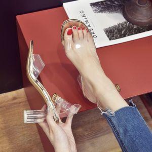 Мода Коренастый пятки Очистить ПВХ сандалии прозрачный кристалл сандалии Круглый каблука Женщины Водонепроницаемый пляж сандалии леди Высокие каблуки