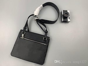 2020 2020New 30 Siyah ve beyaz opsiyonel Postman en Bag411 Moda eğik çapraz paket Size28 22 x 3 cm x