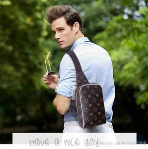 Marca al por mayor de los hombres bolsa clásico impreso hombres bolsa de pecho impermeable resistente al desgaste al aire libre casual colgado bolsa de cuero de contraste moda s