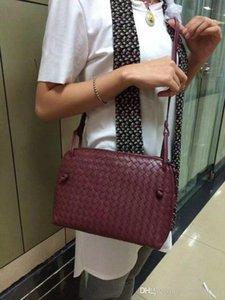 Classique de style européen sac luxe nouvelle épaule des femmes cuir tressé multicolore solide option mode Paris modèles catwalk top model
