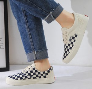 Men's and women's same retro dark blue checkerboard summer wild canvas shoes
