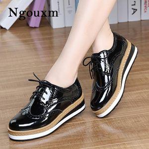Ngouxm Весна Осень Женщины Латекс женщина обувь дерби плоской платформой Черный Броги дамы Повседневный Zapatos де