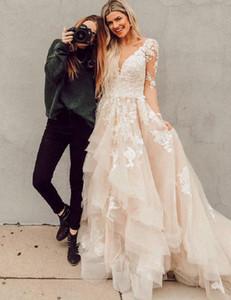 Boho pizzo abiti da sposa a maniche lunghe in tulle di Applique Tiered Ruffles V Neck Corte dei treni da sposa Abito da sposa robe de mariée 2020
