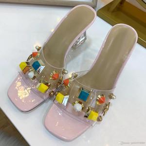 clásicas sandalias de las señoras, sandalias de las señoras diseño de alto talón del verano, clavos de metal atractivas gruesos zapatos de tacón alto talón de alta calidad