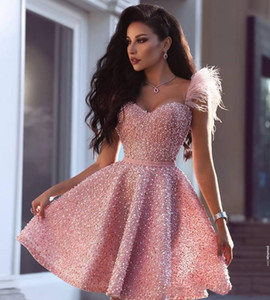 2020 Perles rose sexy robe de cocktail arabe Dubai Style de longueur au genou court Tenue de soirée du Club Homecoming Prom Party Robe Plus Size Custom Made