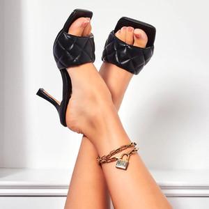 2020 New Summer Femmes Bout Carré Sandales Dames PU En Cuir Plaid À L'Extérieur Mince Haute Talons Pantoufles Femme Mode Femme Chaussures 43