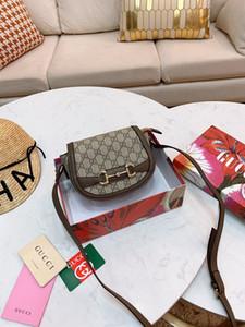 Sıcak satış Yeni Stil Yüksek kaliteli 22cm Omuz çantaları Moda gündelik çanta Perçin Bezemeler Deri bağbozumu Gümüş zincir çanta womens