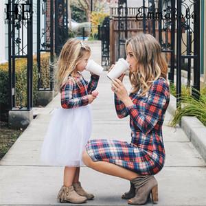 Мать дочь Plaid платье Весна Женщины Девушки с длинным рукавом срощенной Пачка Платья Семья Matching обмундирование Одежда