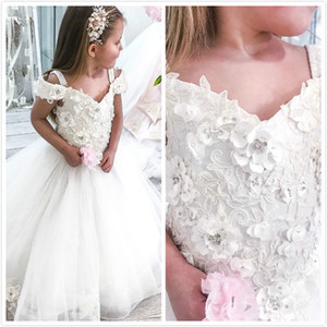 2020 weiße Spitze-wulstige Blumenmädchenkleider Spaghetti Tüll Kleines Mädchen Brautkleider Vintage Communion Pageant Kleid-Kleider F202