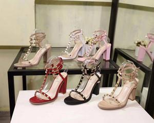 estilo europeu e americano 2020 novas sandálias de moda grossas de salto alto de alta brilhante boate grossa saltos altos rebites de metal de couro
