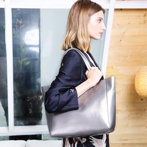 Spring summer new Fashionable leather lady's bag cowhide one shoulder handbag large capacity lady's shopping Fashionable leather lady's bag
