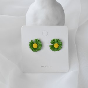 Small fresh Xuan Ya style small daisy flower-shaped niche style simple atmosphere fashion alloy paint earrings female
