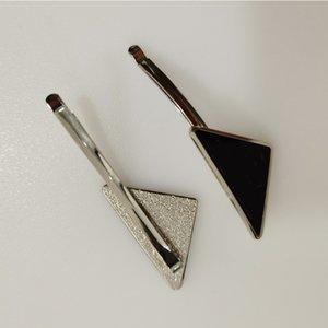 선물 파티 패션 헤어 액세서리 높은 품질의 새로운 도착 문자 삼각형 헤어 클립 여성 금속 삼각형 헤어핀
