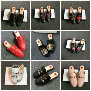 2020 Лучшего качество Princetown из натуральной кожи Мулы Мокасины Квартиры с пряжкой Пчелы Snake Pattern Летних кружев Velvet тапочки Дизайнерской обувь