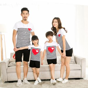 Family Matching Outfits 2020 Summer Family Clothes For Mother Daughter Father Son Striped Heart Short-sleeve Cotton T-shirt