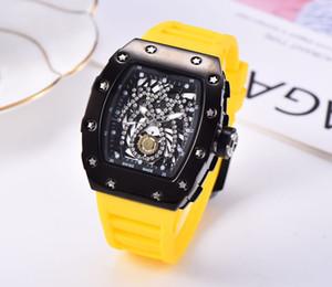 2020 new skull sports watch set auger retro series leisure fashion quartz watch men and women5