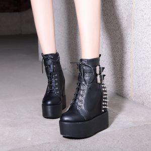 YMECHIC 여성 버클 스트랩 리벳 크로스 고스 여성 신발 T200425을위한 2019 겨울 고딕 펑크 플랫폼 발목 군사 전투 부츠