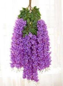Eleganti viti di glicine con fitte piantagioni di fiori di glicine e viti di fiori di rayon decorano il giardino di nozze festa a casa EEA40