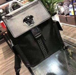 뜨거운 가방 브랜드 클래식 패션 디자이너 남자의 어깨에 매는 가방 디자이너 고급 가죽 생산 하드웨어 로고 화려한 독특한 사람의 배낭
