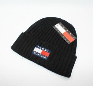 Top Quality Luxury Winter style CANADA berretto da uomo Stilista Bonnet donna Casual maglieria hip hop Gorros pom pom cranio berretti palla per capelli