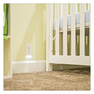 Steckdosenabdeckung mit LED-Nachtlichtern Schalterabdeckung Wandmontiertes Sicherheitslicht mit Lichtsensor Neu