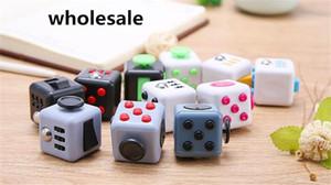200PCS / Lot Fidget Cube Spielzeug Stress Relief Squeeze Fun Dekomprimierung Angst Spielzeug Langeweile Achtung Magic Cube Spielzeug Fidget beschäftigt Geschenk