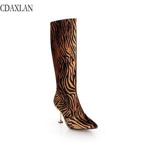 CDAXILAN recém-chegados na altura do joelho botas de veludo das mulheres de tecido Leopardo super salto alto apontou zíper lateral boot dancing parties