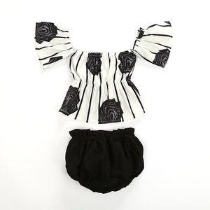 Neonate Abiti a spalle scoperte Top stampati a righe floreali + Bloomers shorts 2 pezzi / set 2019 moda estiva per bambini Set di abbigliamento C6246