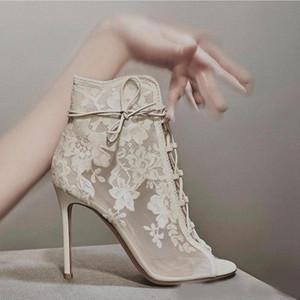 주식 크기 4-10 무료 배송 디자이너 신발 고급스러운 Iovry 블랙 레이스 샌들 핫 세일 여름 보헤미안 스틸 레토 뒤꿈치