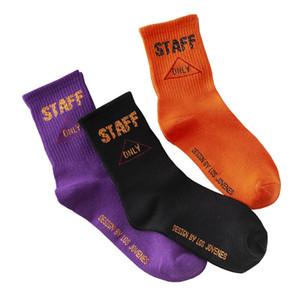 Mens-Straßen-Art-Socken Staff Brief Druck Stricken Socken aus Baumwolle 3 Farben Hip Hop-freie Größe Skateboard Socken für Damen und Herren
