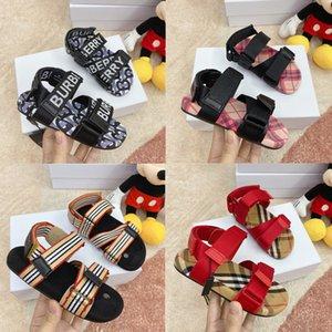 2020 venta caliente de los cabritos sandalias del nuevo diseñador Niño Niña Diapositivas de calidad superior del niño rayado del bebé al aire libre playa sandalias ocasionales del tamaño 26-35