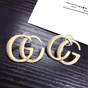 Beste verkaufende neue Persönlichkeit übertriebene Art und Weise Brief Ohrringe Thin Gesicht Silber Pin Ohrringe Europäische und amerikanische Schmuck Großhandel
