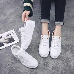 chaussures de sport morceaux de blanc des étudiants et des jeunes filles chaussures blanches 2020 tombent de nouvelles chaussures femmes version coréenne de faible semelles plates cravate