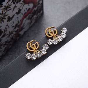 2020 nuovi orecchini lettere femminili Seiko di alta qualità color orecchini di diamanti temperamento orecchini stesso retro alfabeto
