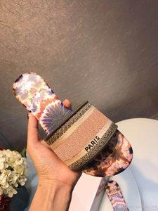2019 Paris Luxury Designer Sandales d'été très agréable plage Diapo Chaussons dames TONGS Mocassins Imprimer cuir solide Couleur 36-46 avec la boîte