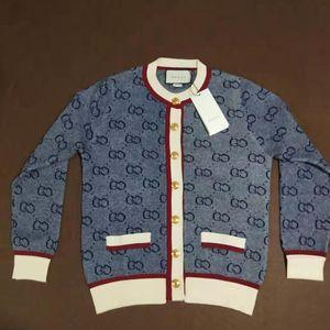 Womens Marca Knit Cardigan Sweaters ativos para meninas Casual Top Quente Botão Brasão New Fashion Style 2020 Marca Roupa Hot Sale Top Quality