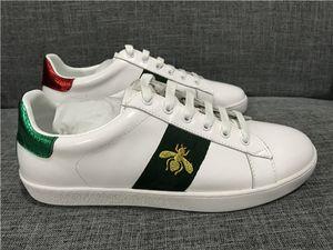 2019 Luxus Snake Designer Männer Frauen Freizeitschuhe Niedrige flache Lederturnschuhe Ace Bee Stripes Schuh Walking Sport Trainer Grün Rot Streifen
