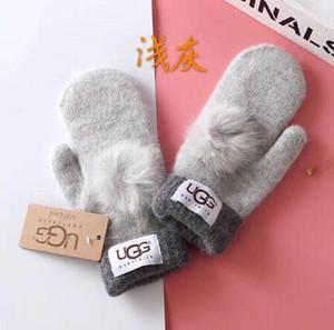 Новая зима Женщины кожаные перчатки 4 цвета Конструкторы Перчатки Luxurys UG Handwear Дамы Ourtdoor Теплые перчатки Женские перчатки Марка 1251