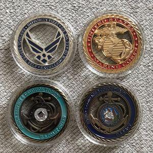 عينة من أجل: الولايات المتحدة الأمريكية USAF / USCG / USMC / USN / ARMY تحدي القيم الأساسية عملة ، الولايات المتحدة العسكرية التحدي عملة / شارات / تذكارية / مصنوعات معدنية.