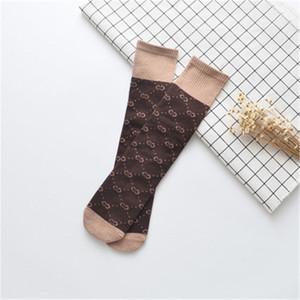 Tubo medio de los niños calcetines de algodón niños de moda Cartas Contraste de color Calcetines Niños Niñas Pila talón Menos del calcetín