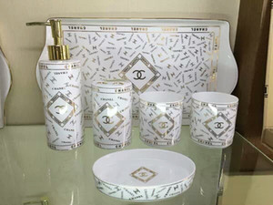 Accessori da bagno in ceramica di lusso Elegante 5 pezzi Set da bagno 1 bottiglia di sapone + 1 porta sapone + 1 porta spazzolino da denti + 2 tazze LRH05