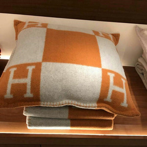 New Arrivel Vintage Fleece Pillowcase Letter H Print European Pillow Cover Covers Wool Throw Pillow Case 45x45cm