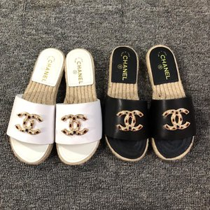 Neue 2018 Frauen-Sommer-Sandalen Nieten große Bowknothalskette Flipflop-Strand-Sandalen Femininas Flach Jelly Designer Sandalen