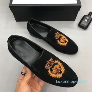 2019 Top Italien Marke Modedesigner Slides Oxford Schuhe Loafers Mens Casual Hausschuhe aus Leder Stickerei Schuhe Turnschuhe Hot On Sale D02 01