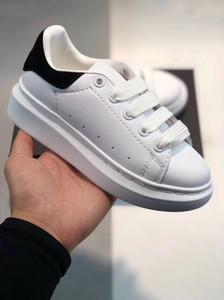 New Velvet Kinderschuhe Chaussures Kleinkind-Plattform-beiläufige Schuh Luxus Designer Jungen und Mädchen Schuhe Leder Weiß