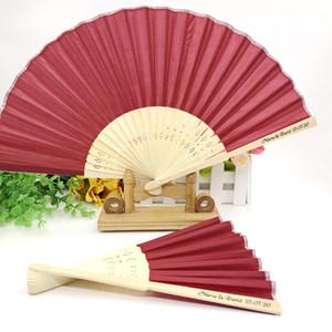 50PCS Red Wine Wedding Fan con logo a semplice pacchetto su misura a mano Fan Fold del partito di ritorno regalo per visitatori di TRASPORTO