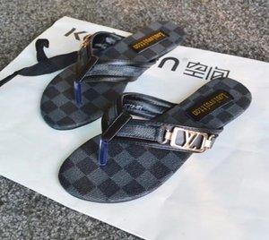 2020 Kadınlar Deri Terlik Flip Yaz sandalet Plaj Ayakkabı moda terlik toptan Kürsörler Terlik Metal zincirlerini flop